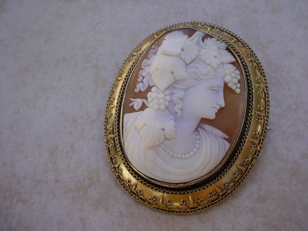 Amazing 19th Century Large Cameo Set 14k Gold Brooch