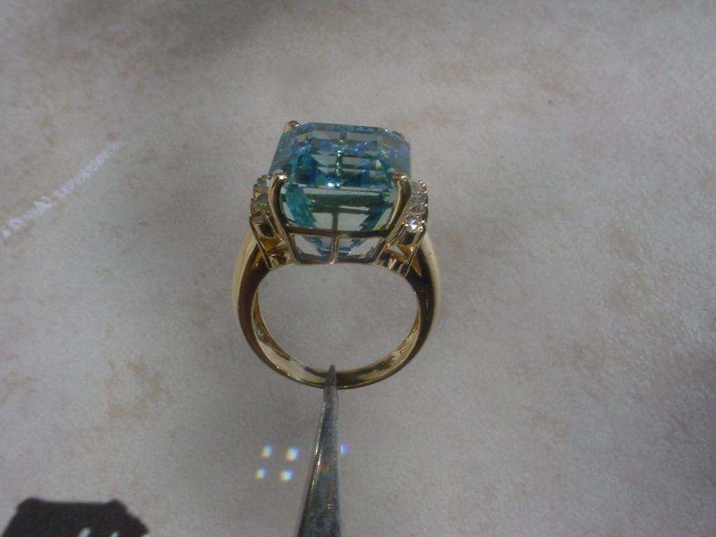 Gorgeous 17 9 Carat Aquamarine Set In 18k Gold Ring W 10
